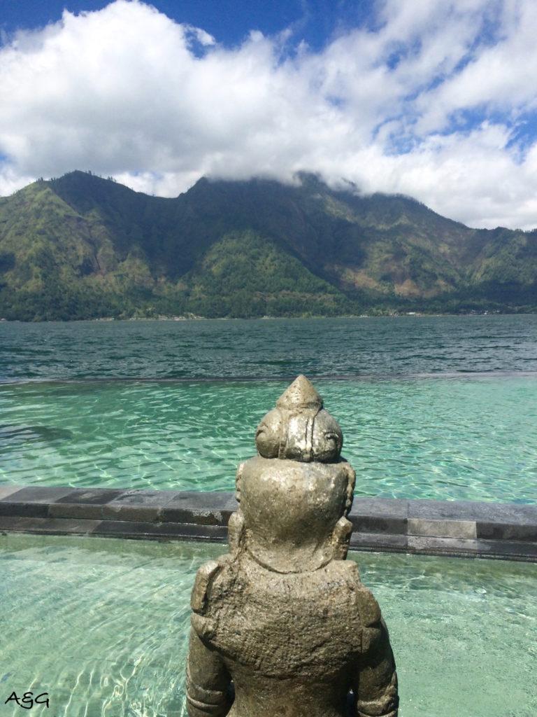 Spring Infinity pool on Batur Lake - Piscine à débordement sur le lac Batur