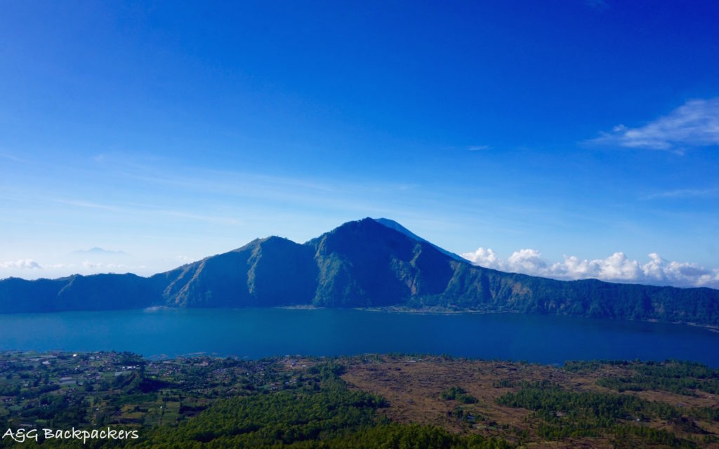 View from mount Batur on the Lake - Vue depuis le mont Batur sur le lac
