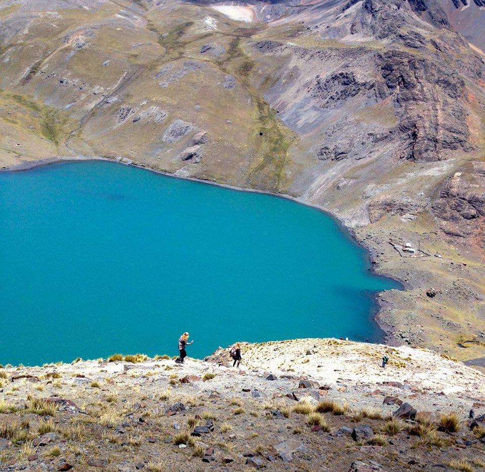 La descente depuis l'Austria Pic au camp de base sur la lac Chiar Khota