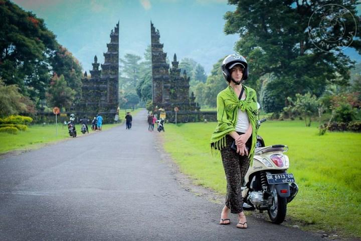 Paseando por Bali en moto.
