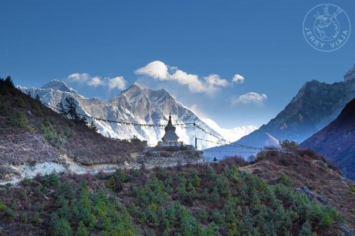 Estupa en el camino a Tengboche, Everest Base Camp, Nepal