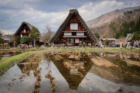 Descubriendo shirakawa go y gokayama. Casas estilo gassho sukuri en ogimachi, shirakawago , japon