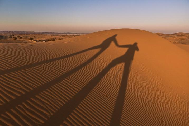 Amanecer en las dunas del Sahara. Erb Chebbi, Marruecos
