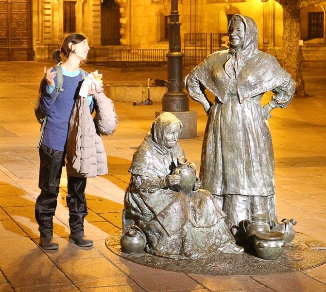 Escultura Las vendedoras del Fontan, Oviedo