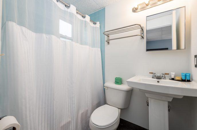 Guest-room Bath | Hammock Inn North Beach