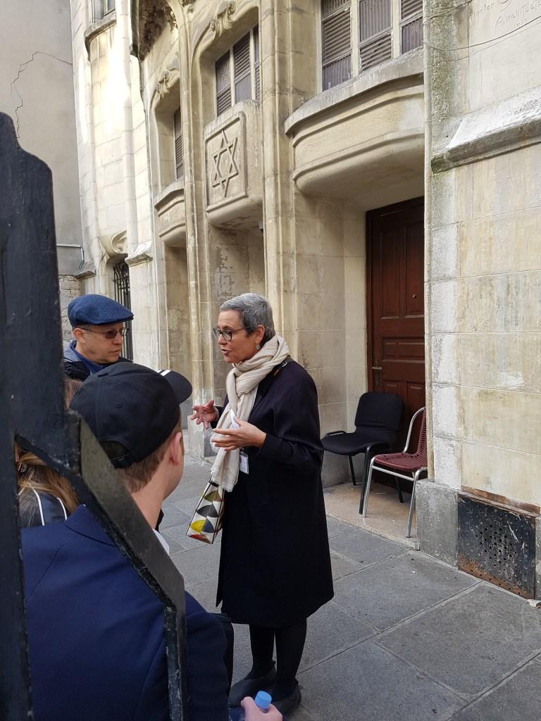 Léontine Tour Guide in Paris