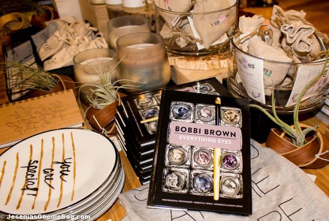 Everything Eyes - Book (By: Bobbi Brown)