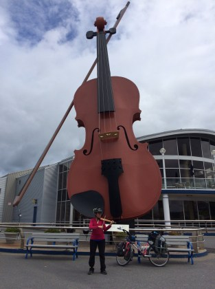 Playing my Wiplstix travel fiddle at the world's largest fiddle in Sydney