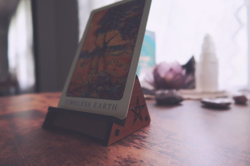 Tarot or oracle card stand
