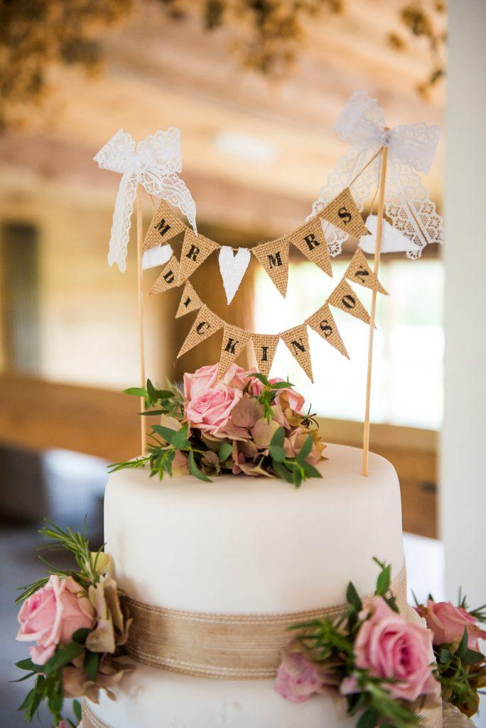 Mr and Mrs wedding cake decor by Alice Michieli
