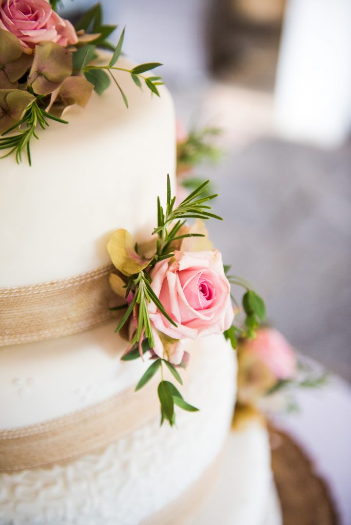 Elegant wedding cake with rose decor by Alice Michieli