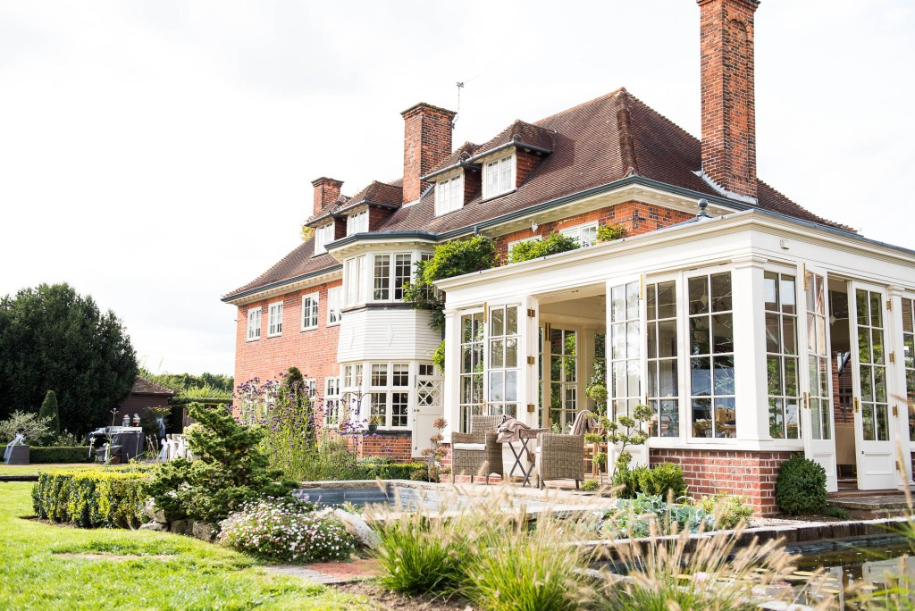 Outdoor Wedding Photography Surrey, Gorgeous Surrey House With Glorious Garden