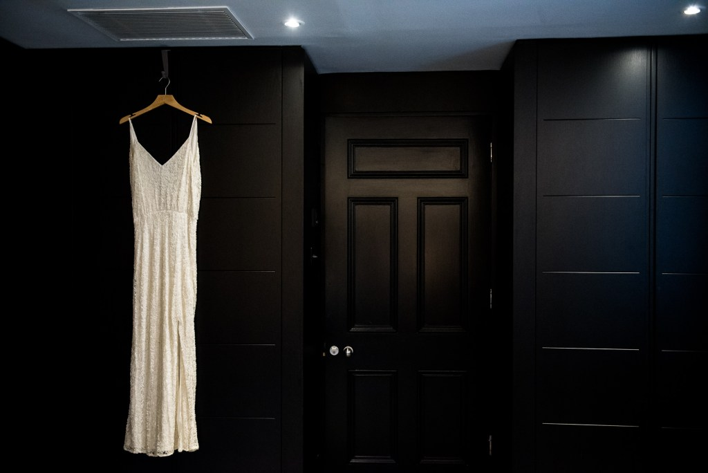 Old Marylebone Town Hall Wedding, simple and chic wedding dress