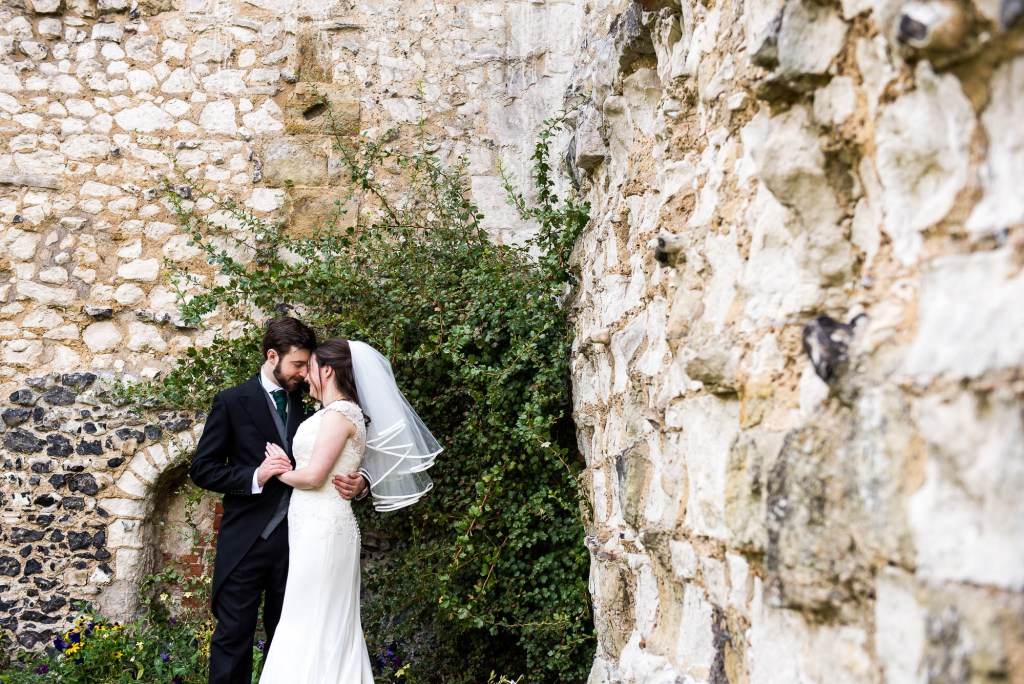 Relaxed couples photography in Guildford Castle Gardens