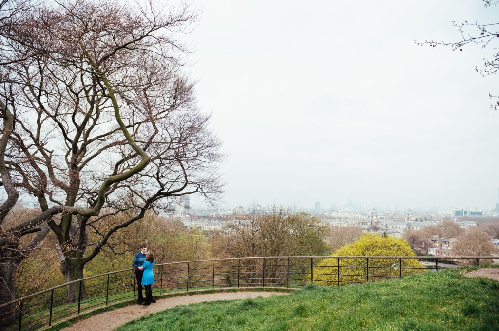 Relaxed couples portrait in the landscape of Greenwich Park