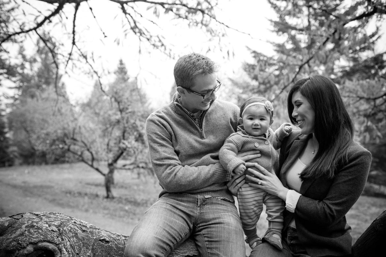 outdoor-baby-family-photos-003