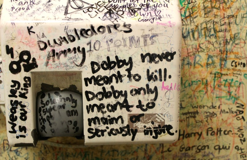 Elephant-House-Harry-Potter-Toilet-Graffiti