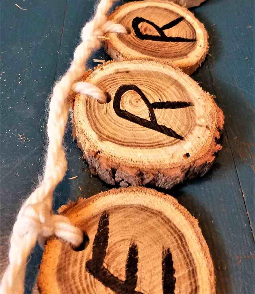 Wooden Christmas Garland second yarn loop