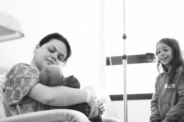fotografía-post-parto-madrid-boadilla-recien-nacidos-10