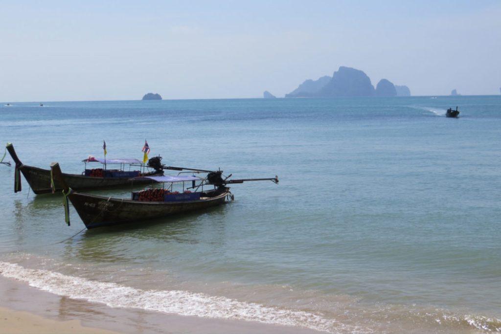 paradise-thailand-long-tail-boats