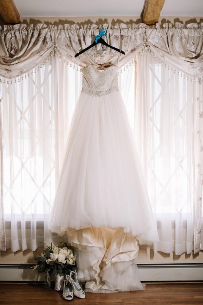Wedding Gown_Bridal Bouquet_Wedding Shoes
