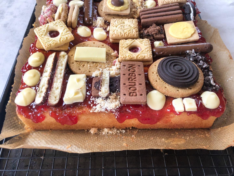 biscuit traybake cake