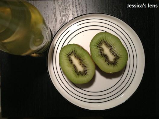 A kiwi and lemonade evening snack