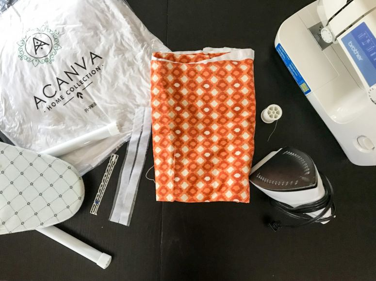 photo of sewing supplies for easy throw pillow covers