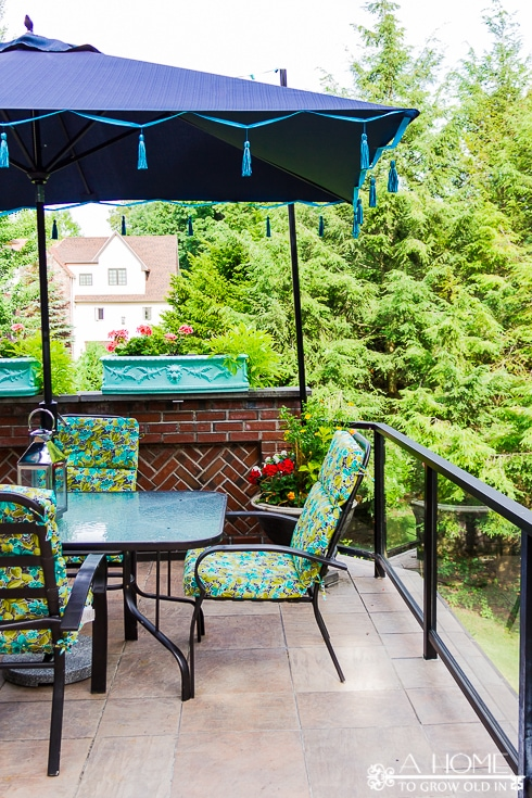 outdoor dining set with shade umbrella with blue tassels