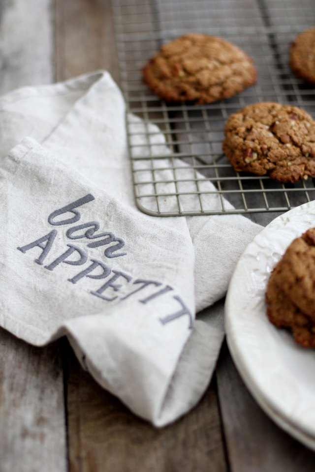 Almond butter, turmeric and ginger cookies