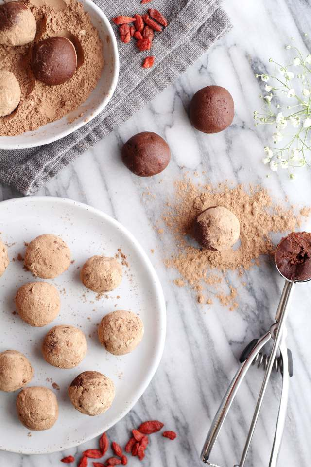 Chocolate Goji Berry Maca Truffles: Jessi's Kitchen