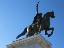 A statue that Louis XIV had commissioned, the creator forgot stirrups and out of fear took his own life.
