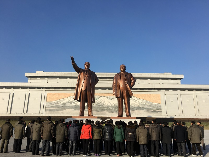 Mansu hill grand monument statues Kim Il Sung Kim Jong Il bowing North Korea