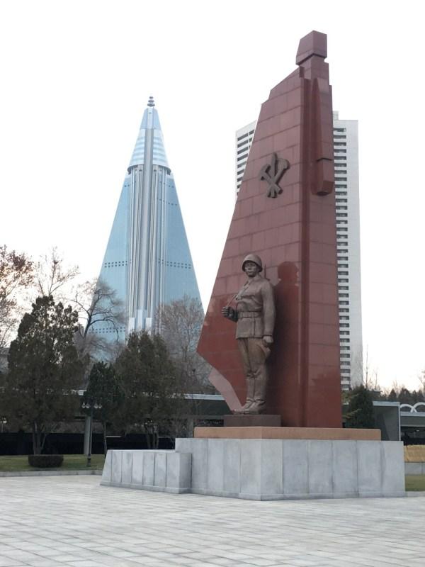 war museum statue north korea