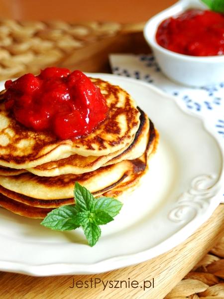 069 Amerykańskie bauttermilk pancakes z truskawkami V3