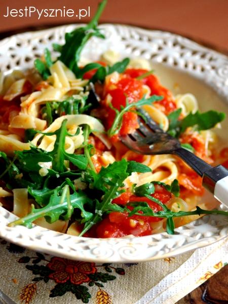 070 Makaron z sosem ze  swieżych pomidorych V7