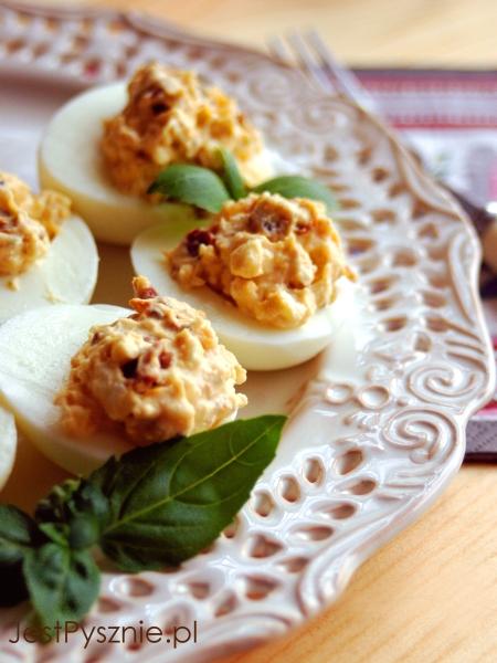 099 Jajka faszerowane z feta i suszonymi pomidorami V1