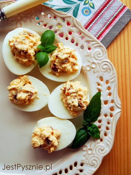 099 Jajka faszerowane z feta i suszonymi pomidorami V2