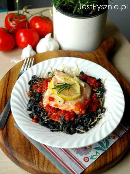 125-makaron-z-sosem-pomidorowym-i-lososiem-v1