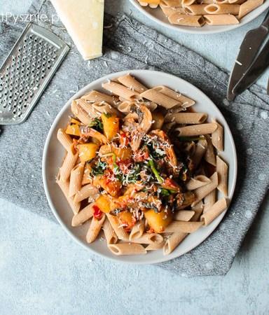 Makaron z dynią, szpinakiem i pomidorami