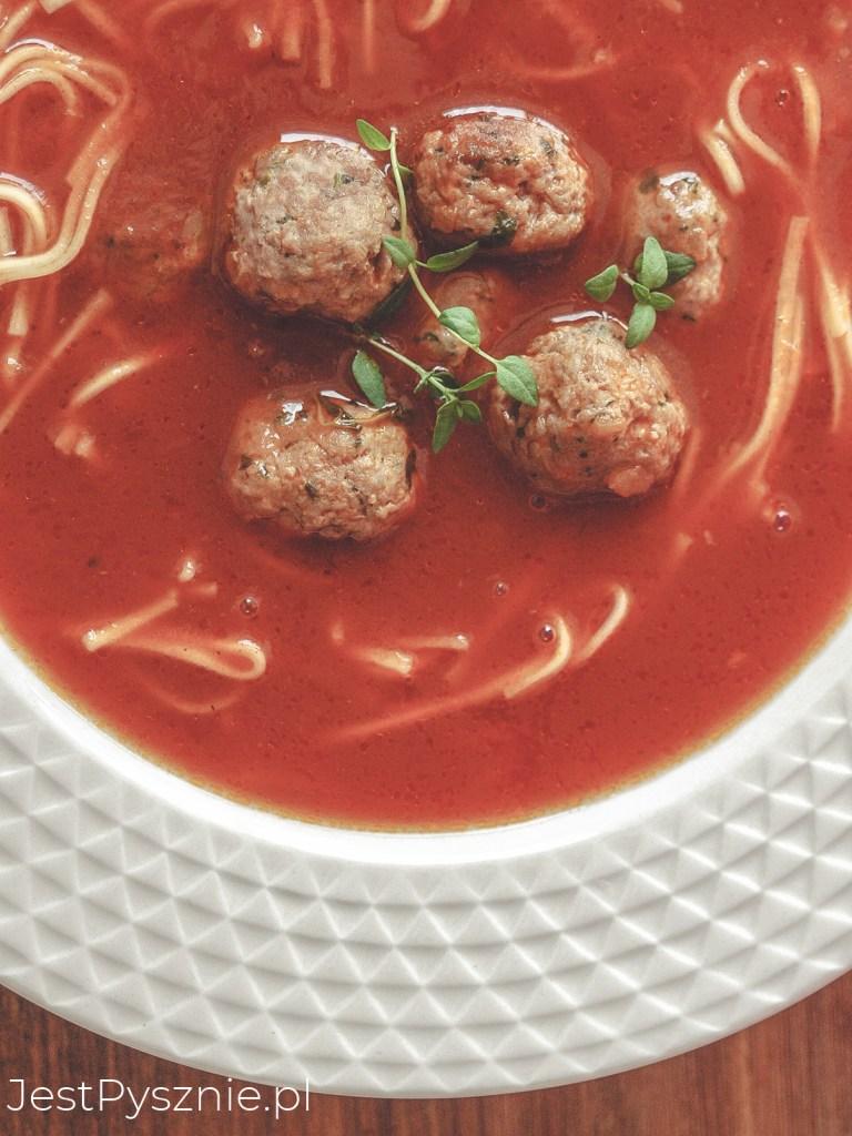 Zupa pomidorowa z drobiowymi pulpecikami