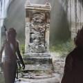 Artwork de Shadow of the Tomb Raider : Lara et Jonah découvrent un tombeau