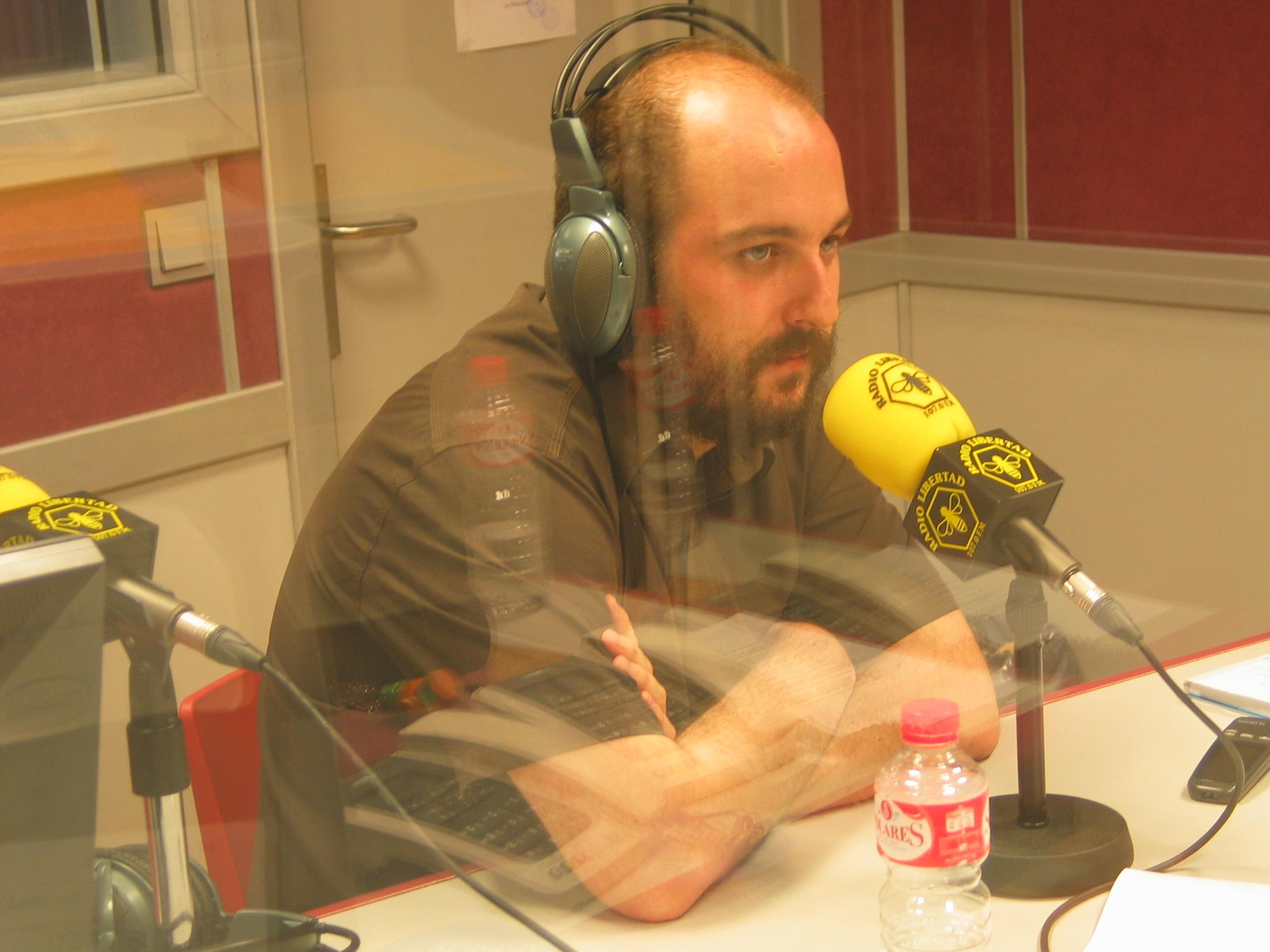 Borja Cobeaga durante la entrevista en Efecto Madrid de Radio Libertad