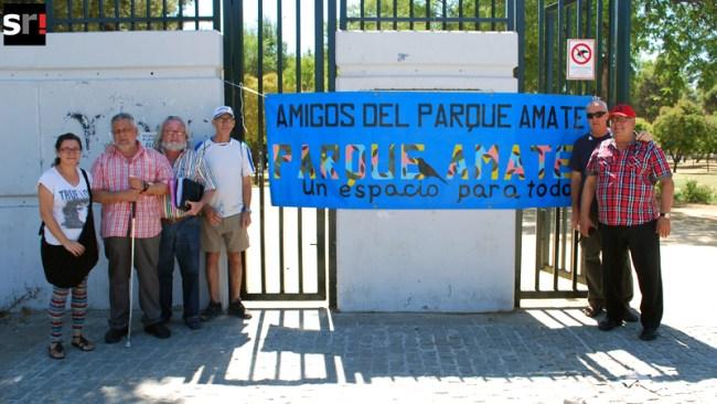 La Asociación de Amigos del Parque Amate lleva a cabo numerosas protestas para denunciar el estado del recinto