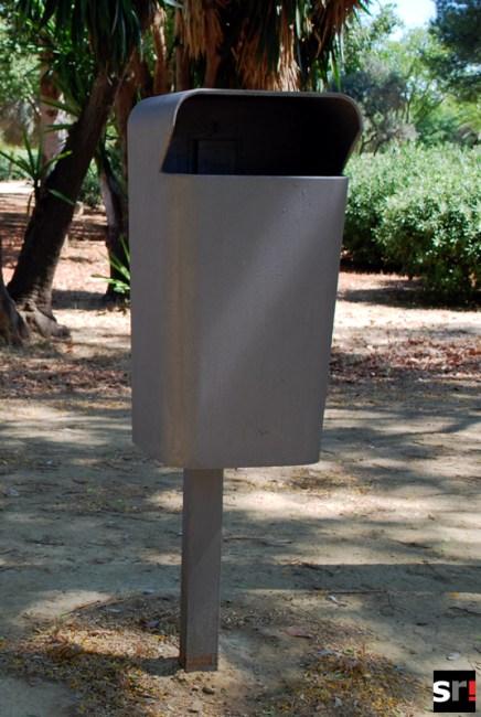 Papelera prohibida en el Parque Amate de Sevilla