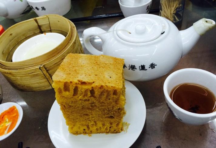 spung cake and tea