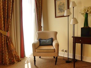 Hotel-As-Janelas-Verdes-armchair