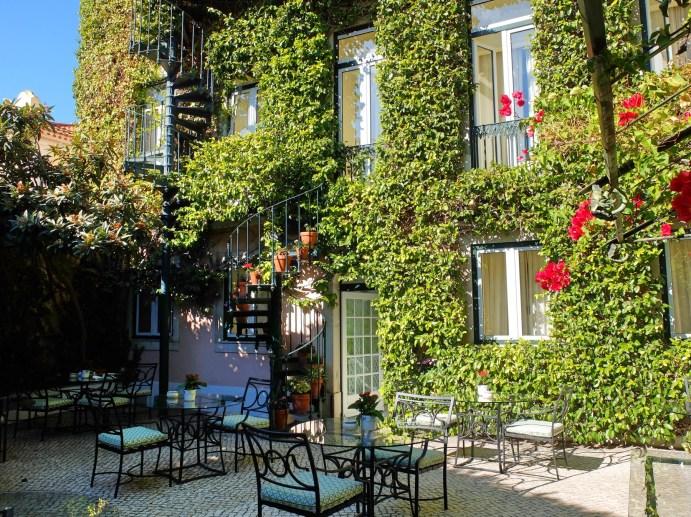 Hotel-As-Janelas-Verdes-courtyard