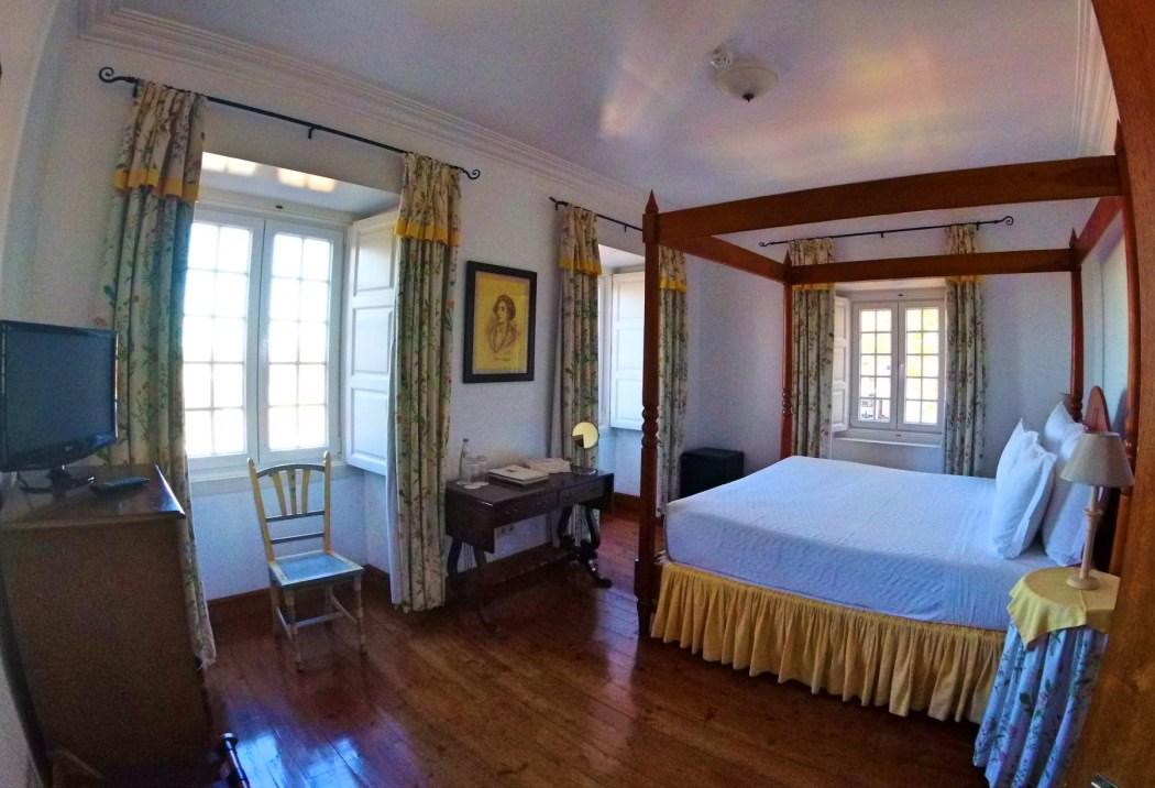 Lawrences-hotel-bedroom