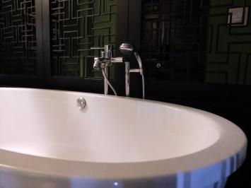 bathtub-Shanghai-Mansion-Bangkok